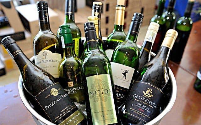 Wein trinken in Südafrika Stellenbosch
