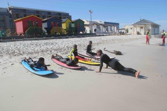 Surfen in Lernen in Muizenberg Kapstadt