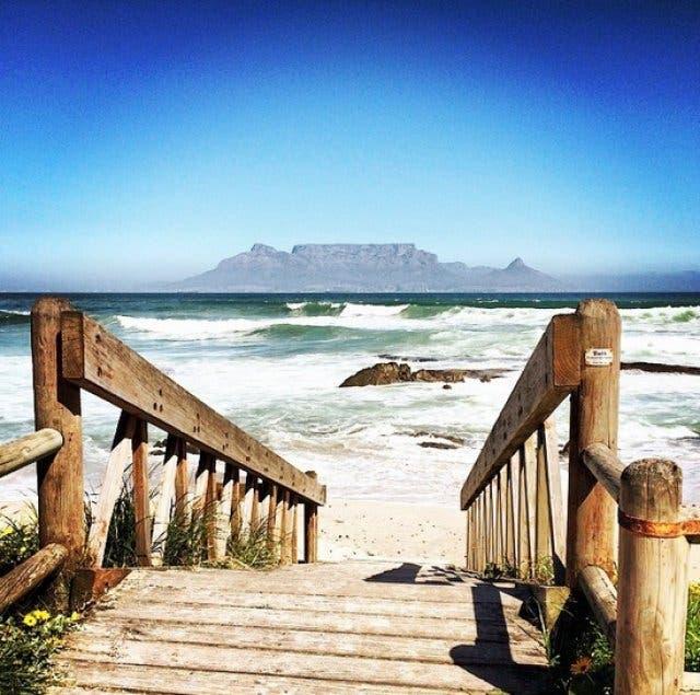 Blick auf Tafelberg von Blouberg Beach