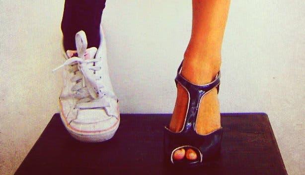 High Heels oder Sneaker